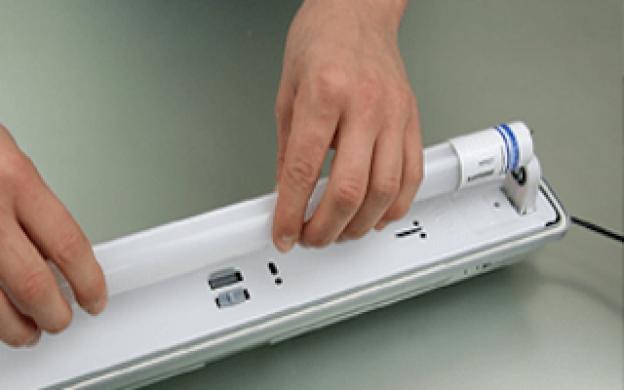 Hvordan erstatter du dit gamle T8 lysstofrør med et LED lysrør i et armatur med konventionel ballast